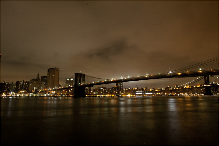 The Brooklyn Bridge is seen with it&#039;s lights turned off, in participation with Earth Hour,